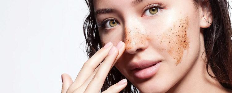 Come esfoliare correttamente la pelle